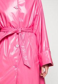 MM6 Maison Margiela - COLOR - Trenchcoat - barbie pink - 8