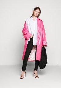 MM6 Maison Margiela - COLOR - Trenchcoat - barbie pink - 1