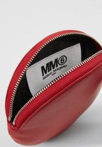 MM6 Maison Margiela - PORTAFOGLIO - Wallet - chili pepper - 5