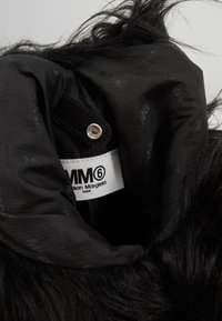 MM6 Maison Margiela - BORSA MANO - Handbag - black