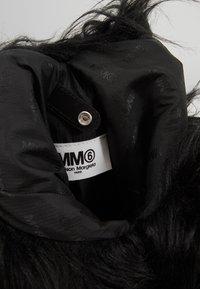 MM6 Maison Margiela - BORSA MANO - Kabelka - black - 4