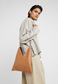 MM6 Maison Margiela - BORSA TRACOLLA - Schoudertas - brown sugar - 1