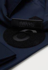 MM6 Maison Margiela - Torba na zakupy - dark blue/black - 5