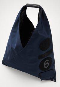 MM6 Maison Margiela - Torba na zakupy - dark blue/black - 3