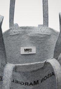 MM6 Maison Margiela - Velká kabelka - grey - 3