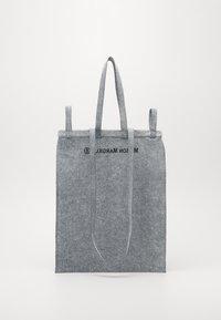 MM6 Maison Margiela - Velká kabelka - grey - 1