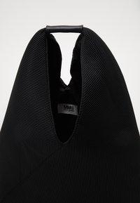 MM6 Maison Margiela - LEOPARD GIAPPONESE SMALL - Torba na zakupy - dark blue/black - 3