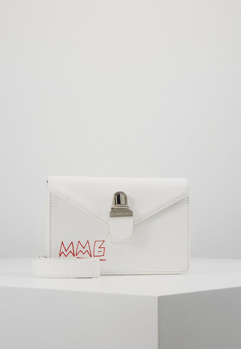 MM6 Maison Margiela - LOGO NEON ON TUC BAG SMALL - Ledvinka - white