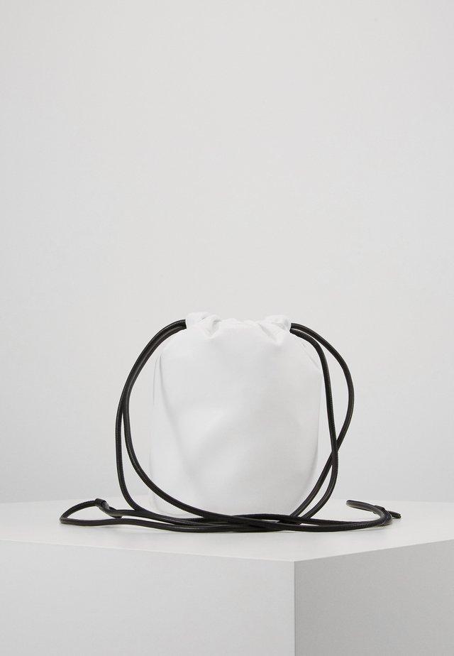 Axelremsväska - white