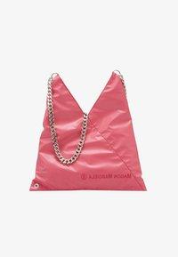 MM6 Maison Margiela - SHOULDER BAG - Torba na ramię - pink carnation - 4