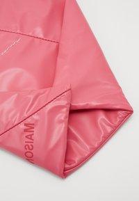 MM6 Maison Margiela - SHOULDER BAG - Torba na ramię - pink carnation - 5