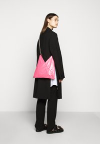 MM6 Maison Margiela - SHOULDER BAG - Schoudertas - pink carnation - 1