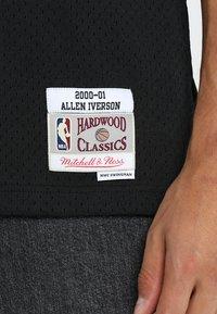 Mitchell & Ness - NBA PHILADELPHIA  ALLEN IVERSON SWINGMAN  - Klubové oblečení - black/white - 5