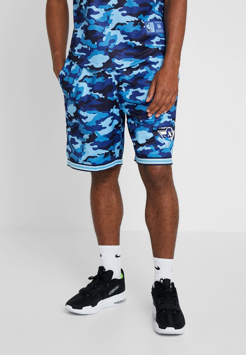 Mitchell & Ness - NBA CAMO TEAM COLOUR SHORTS GOLDEN STATE WARRIORS - Sports shorts - blue