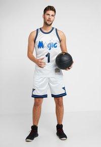 Mitchell & Ness - NBA ORLANDO MAGIC PLATINUM SWINGMAN - Squadra - silver - 1