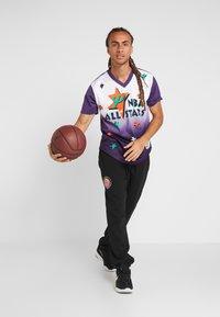 Mitchell & Ness - NBA ALL STAR GAME WINNING SHOT  - Printtipaita - purple/white - 1