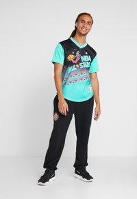 Mitchell & Ness - NBA ALL STAR GAME WINNING SHOT  - T-shirt print - black/teal - 1