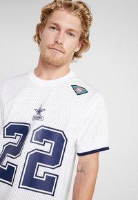 Mitchell & Ness - NFL NAME NUMBER CREW NECK - Printtipaita - white - 3