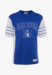 Mitchell & Ness - DUKE BLUE DEVILSCUT AND SEW TEE - Printtipaita - royal - 4