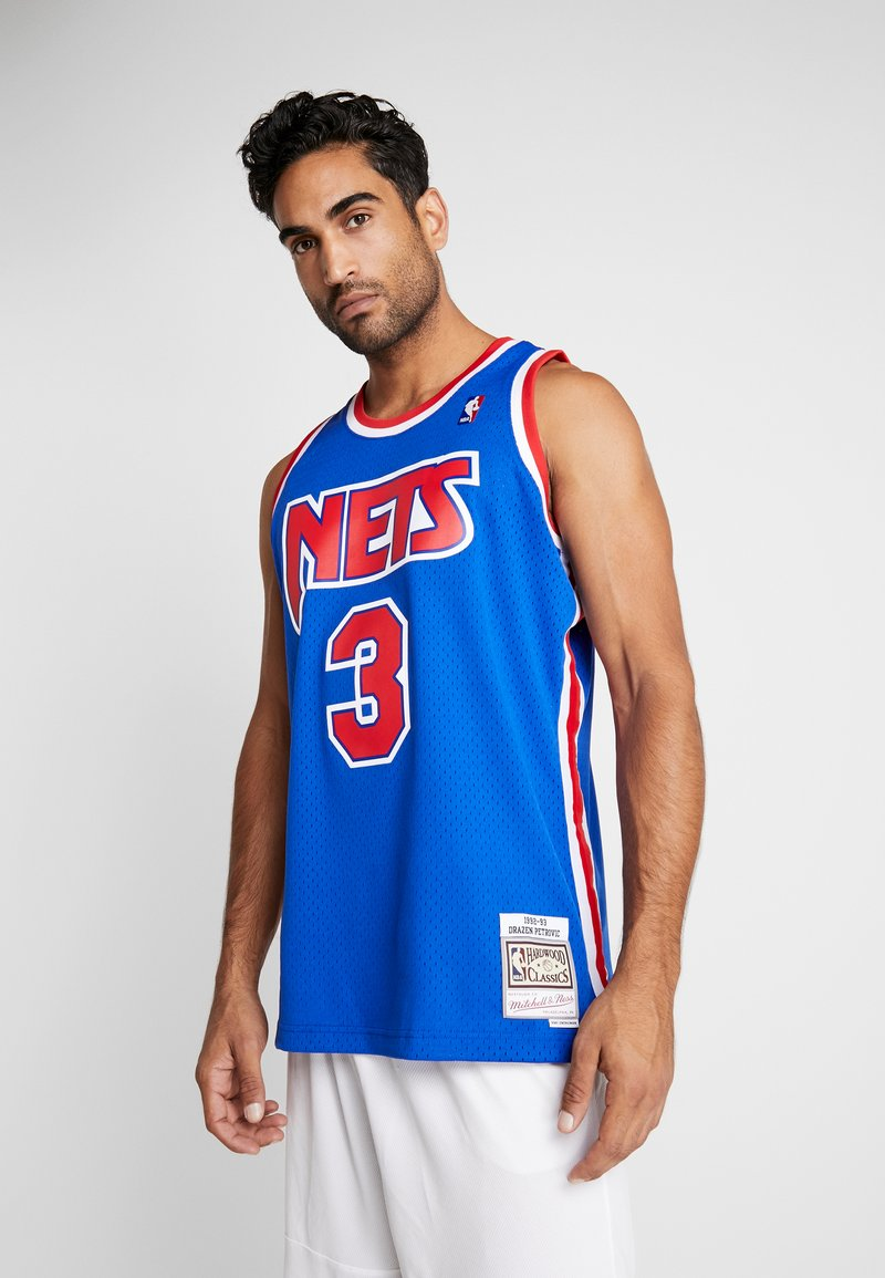 Mitchell & Ness - NBA SWINGMAN NEW JERSEY NETS DRAZEN PETROVIC #03 - Linne - royal