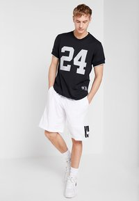 Mitchell & Ness - LOS ANGELES RAIDERS CHARLES WOODSON - T-shirt imprimé - black - 1