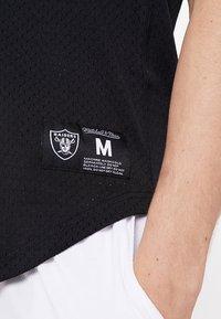 Mitchell & Ness - LOS ANGELES RAIDERS CHARLES WOODSON - T-shirt imprimé - black - 6