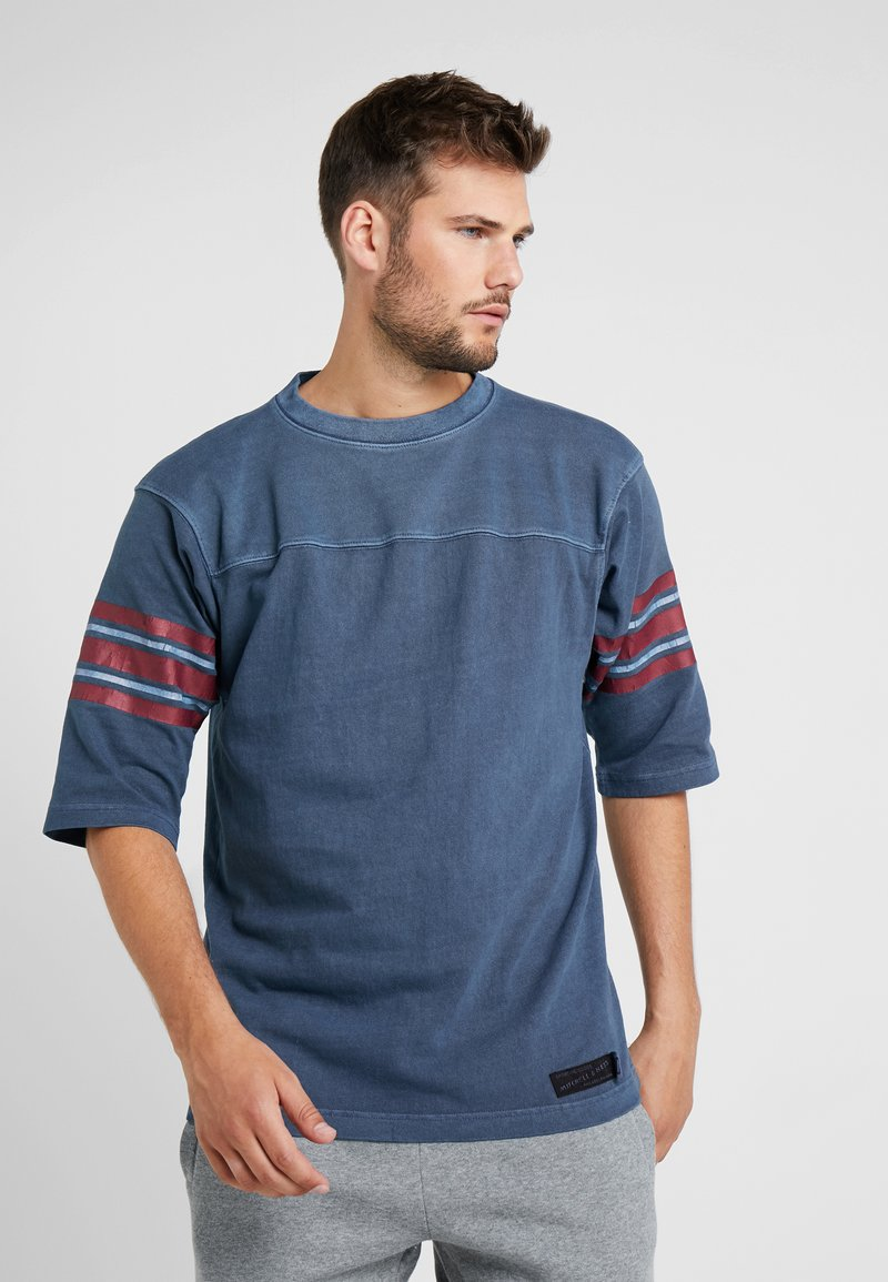 Mitchell & Ness - FOOTBALL - Print T-shirt - navy