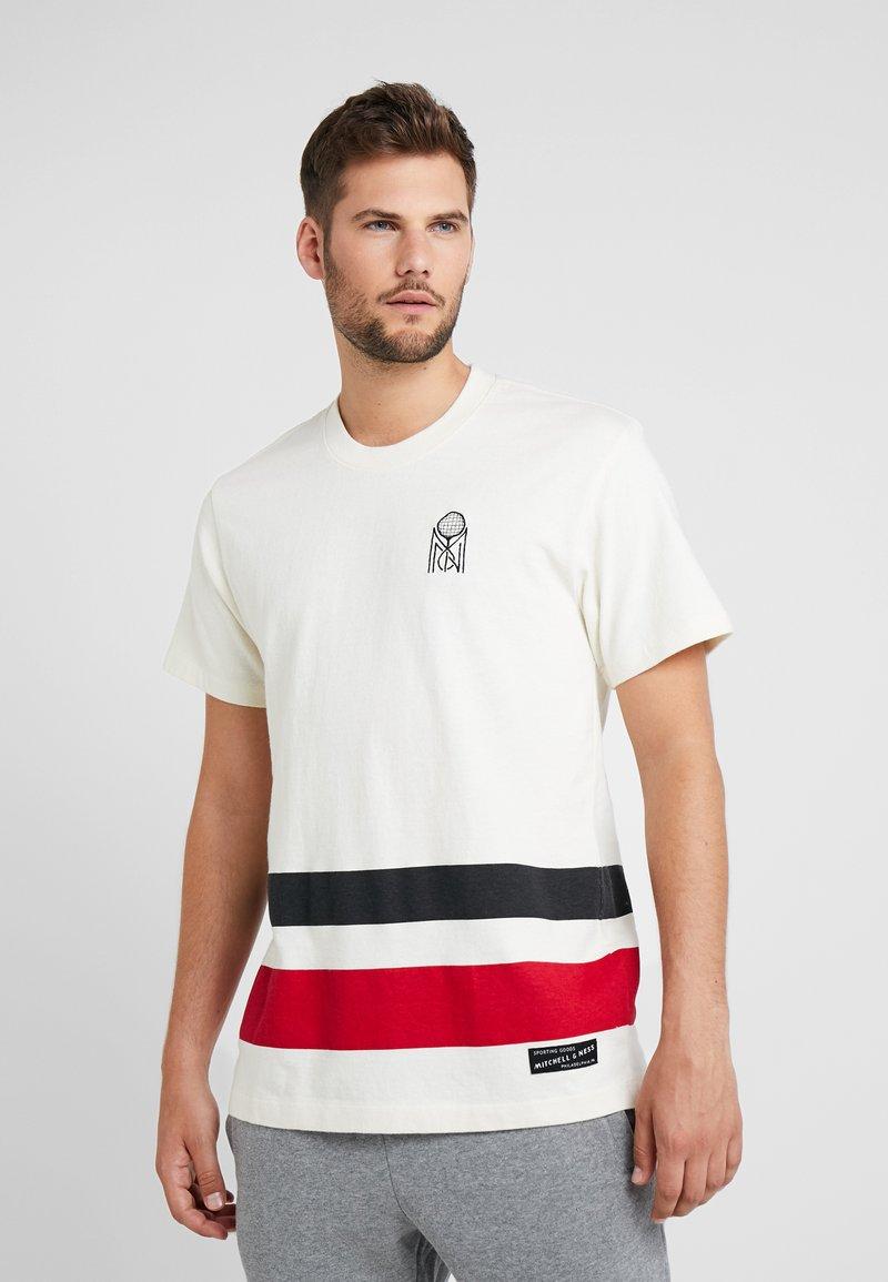 Mitchell & Ness - STRIPED TENNIS TEE - Print T-shirt - off white