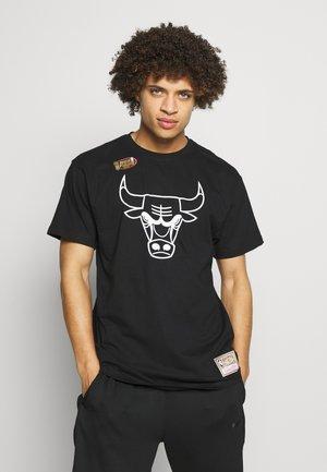 NBA HWC TEAM LOGO TRADE TEE CHICAGO BULLS - Fanartikel - black