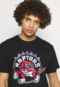 Mitchell & Ness - NBA HWC TEAM LOGO TRADE TEE TORONTO RAPTORS - Fanartikel - black - 3