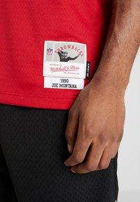 Mitchell & Ness - NFL LEGACY MONTANA  - T-shirt imprimé - red - 5