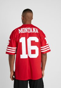Mitchell & Ness - NFL LEGACY MONTANA  - T-shirt imprimé - red - 2