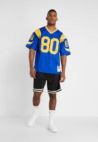 Mitchell & Ness - NFL LEGACY  ST. LOUIS RAMS I. BRUCE #80 - T-shirt imprimé - royal - 1