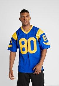 Mitchell & Ness - NFL LEGACY  ST. LOUIS RAMS I. BRUCE #80 - T-shirt imprimé - royal - 0