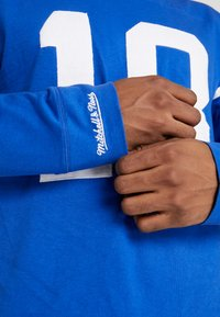 Mitchell & Ness - NFL NAME NUMBER LONG SLEEVE INDIANAPOLIS COLTS PAYTON - Longsleeve - blue - 3
