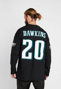 Mitchell & Ness - NFL NAME NUMBER LONG SLEEVE PHILADELPHIA EAGLES BRIAN DAWKINS - T-shirt à manches longues - black - 2