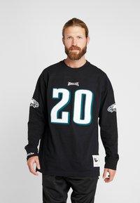 Mitchell & Ness - NFL NAME NUMBER LONG SLEEVE PHILADELPHIA EAGLES BRIAN DAWKINS - T-shirt à manches longues - black - 0