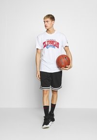 Mitchell & Ness - NBA LA CLIPPERS ARCH LOGO TEE - T-shirt print - white - 1