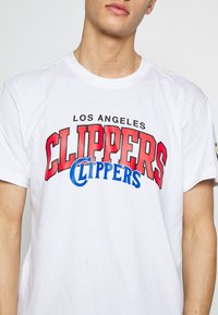 Mitchell & Ness - NBA LA CLIPPERS ARCH LOGO TEE - T-shirt print - white - 5