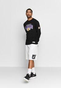 Mitchell & Ness - NBA LA LAKERS ARCH LOGO - Klubtrøjer - black - 1