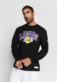 Mitchell & Ness - NBA LA LAKERS ARCH LOGO - Klubtrøjer - black - 0