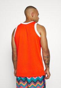 Mitchell & Ness - NBA 1975 76 SPIRITS OF ST LOUIS SWINGMAN - Club wear - dark orange - 2