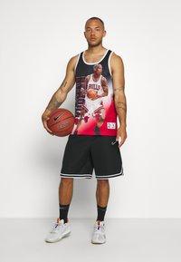 Mitchell & Ness - NBA CHICAGO BULLS DENNIS RODMAN BEHIND THE BACK TANK - Klubové oblečení - white - 1