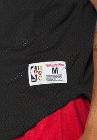 Mitchell & Ness - NBA CHICAGO BULLS PURE SHOOTER BUTTON FRONT - Klubové oblečení - black - 5
