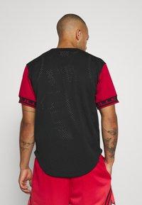 Mitchell & Ness - NBA CHICAGO BULLS PURE SHOOTER BUTTON FRONT - Klubové oblečení - black - 2