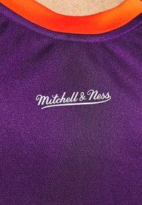 Mitchell & Ness - NBA PHOENIX SUNS TEAM HERITAGE TANK - Klubové oblečení - orange - 6