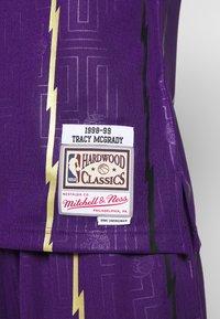 Mitchell & Ness - NBA TORONTO RAPTORS SWINGMAN TRACY MCGRADY - Fanartikel - purple - 6