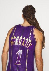 Mitchell & Ness - NBA TORONTO RAPTORS SWINGMAN TRACY MCGRADY - Fanartikel - purple - 4