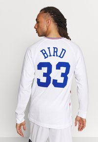 Mitchell & Ness - NBA ALL STAR EAST NAME AND NUMBER LONGSLEEVE LARRY BIRD - Klubové oblečení - white - 2