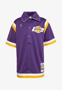 Mitchell & Ness - NBA LA LAKERS AUTHENTIC SHOOTING SHIRT - Fanartikel - purple - 0